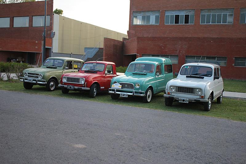 Modelos Renault 4 en el 2do Encuentro Anual de Renault Classic Buenos Aires